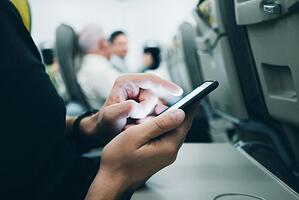 mobile-user-airplane